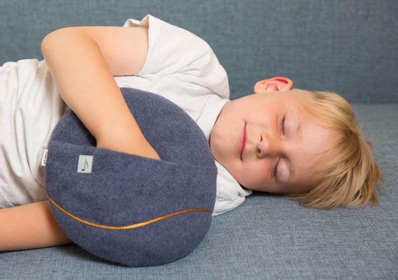 Kind schläft mit inmuRelax