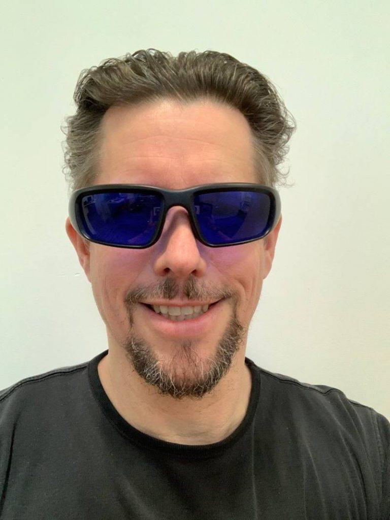 Propeaq-Brille-aufgesetzt